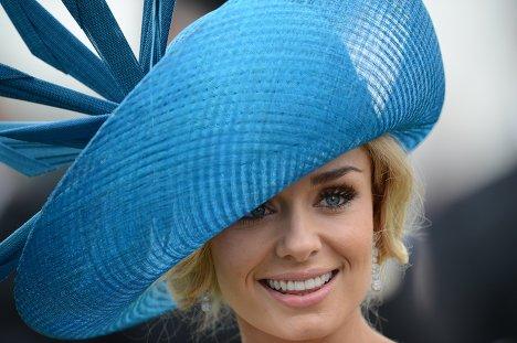 При виборі модного головного убору літа 2013 слід звертати увагу на індивідуальні особливості фігури і враховувати форму голови. Наприклад, для вагітн