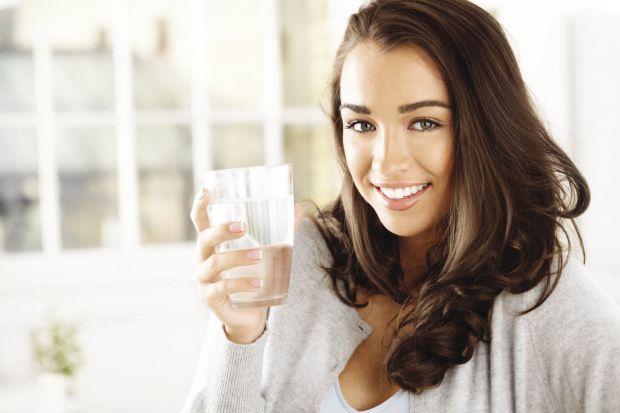 Цілих 5 причин, щоб випити воду повідомляє сайт Наша мама.