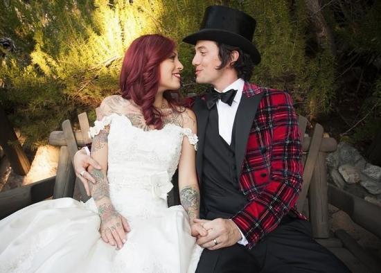 Молодий актор Джексон Ретбоун все ж зважився на такий важливий життєвий крок - одружився із Шейлою Хафсаді.