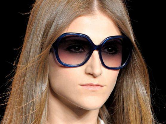 Одним із наймодніших аксесуарів літа є сонячні окуляри.