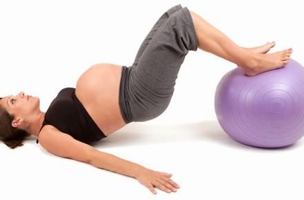 Фахівці з Нової Зеландії встановили, що жінки, які залишаються фізично активними під час вагітності, і ті, хто веде малорухливий спосіб життя, народжу