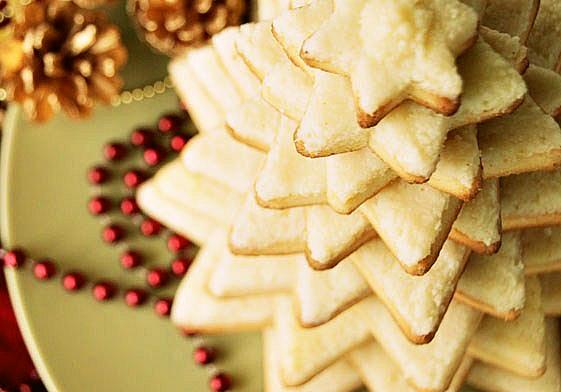 Пропонуємо вашій увазі святкові рецепти новорічних закусок.