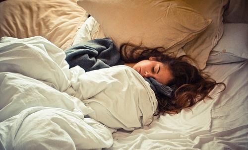 З настанням вагітності сон змінюється у більшості жінок, з'являються скарги на відсутність почуття відпочинку після сну, болю в спині і судоми литкови