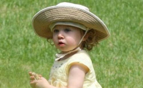 Ніколь дуже довго мріяла про донечку. Сандей Роуз стала найбільшим щастям зіркової матусі. Подивимося як акторка одягає крихітку.