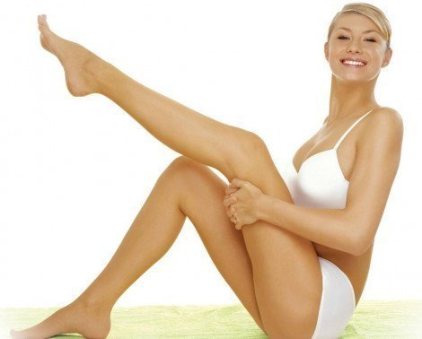 Після вагітності у жінок з'являється багато розтяжок. Це не дивно, адже збільшується навантаження на ноги, а це призводить до розтяжок. Також і на жив