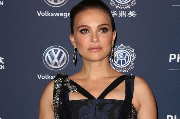 Неймовірно, як актрисі вдається так неперевершено виглядати на останніх строках вагітності! Повідомляє сайт Наша мама.