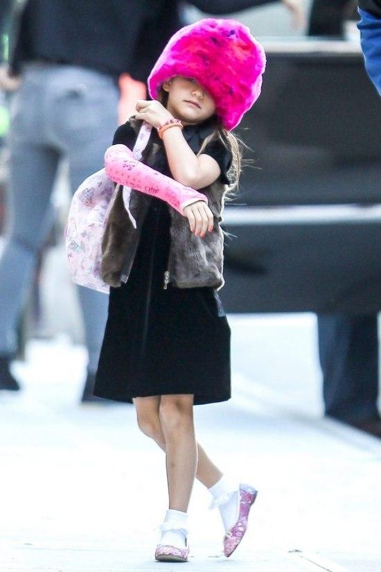 Зіркова дитина Кеті Холмс та Тома Круза завжди вирізнялася цікавим вбранням. Проте, останній вихід дівчинки показує доволі дивні