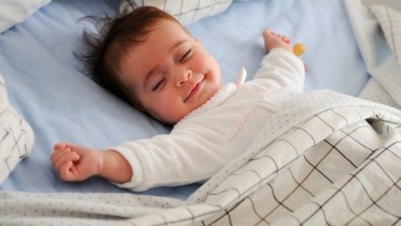 Педіатри переконані, що спати при світлі шкідливо для здоров'я.