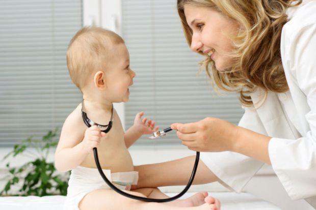 Атопічний дерматит часто передається у спадок. Якщо хтось із найближчих родичів хворів на атопічний дерматит, будь уважна і спостерігай за малюком, чи