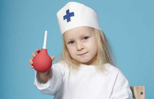 Без прямих вказівок лікаря очисні клізми роблять тоді, коли у малюка безпричинна висока температура або ж запор, який пов'язаний із нововведеннями у х