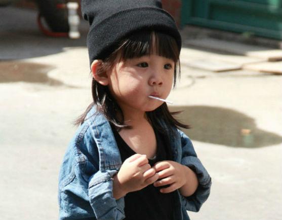 Племінниця креативного директора Balenciaga втерла носа всім зірковим дітям. Маленька Алія Вонг змушує всіх модниць світу заздрити її одягу.