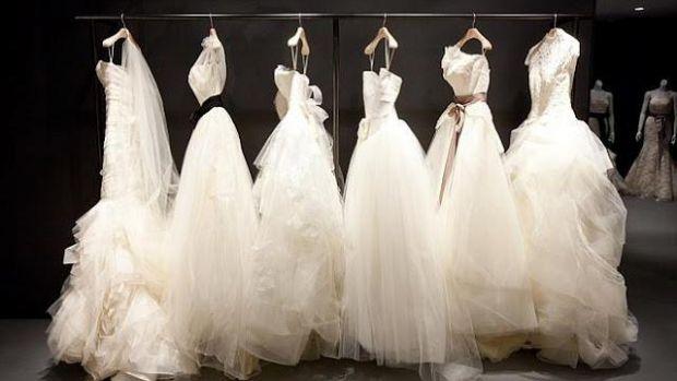 Відомий дизайнер Віра Вонг здивувала новою колекцією весільних суконь. Колекція дивує своєю незвичністю, ламаючи всі стереотипи весільного вбрання, ди