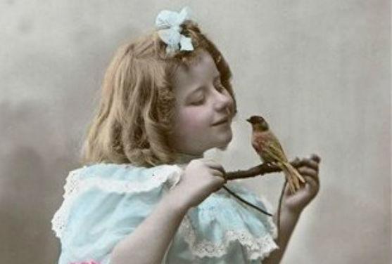 Як виглядали маленькі модниці минулих століть?