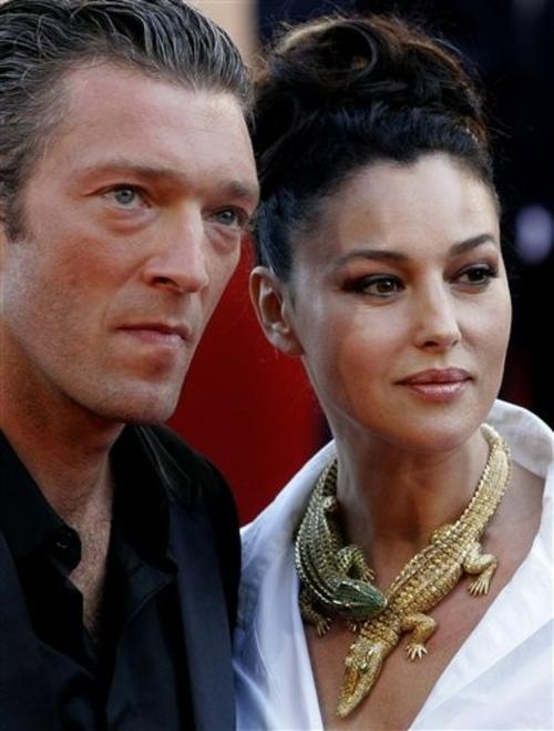 Неперевершена італійська акторка, красуня і фатальна жінка Моніка Белуччі нещодавно поділилася секретами щасливого сімейного щастя. Шлюб цієї жінки є