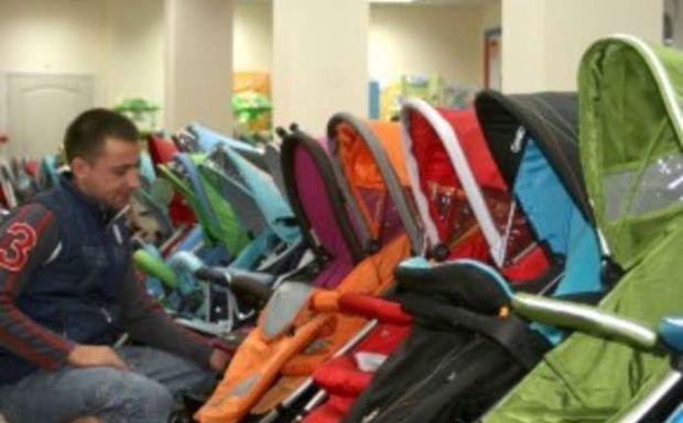 Вибрати перший візочок для новонародженого - здається для молодих матусь ще складнішим завданням, ніж власне всі попередні 9 місяців вагітності.