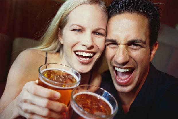 Пари, які мріють стати батьками в даний момент або пізніше повинні знати, як пиво впливає на зачаття.