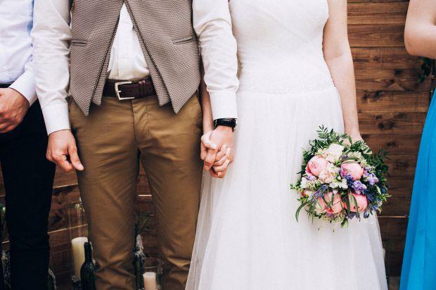 Ищу ведущего себе на свадьбу в Киеве! Посоветуйте весёлого и интеллигентного. Важно не пошлого и главное, что бы жених понравился.