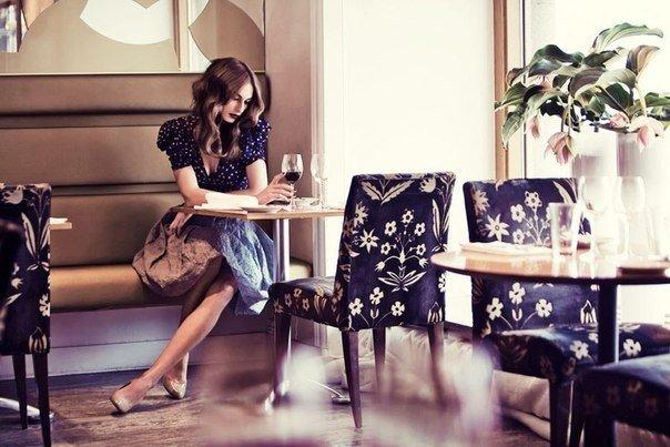 Багато молодих жінок розглядають класичний стиль як нудний, буденний, такий, що не надихає, та ще й старомодний. Деякі навіть комплексують з приводу с