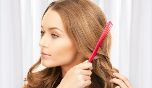 Щодня ми втрачаємо 50-100 волосин. І це норма. Причин надмірного випадіння волосся може бути безліч.