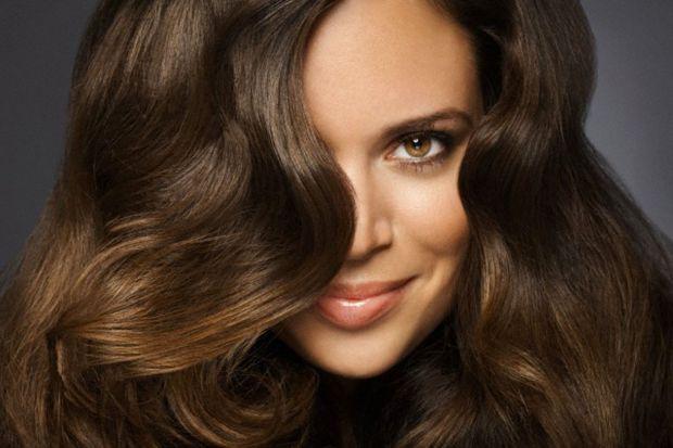 Щоб повернути блиск тьмяному волоссю, досить скористатися народними рецептами і зробити маски для сяючого волосся. Повідомляє сайт Наша мама.