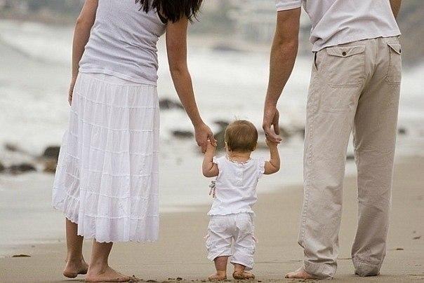 Стосунки мами і дитини залишають відбиток на все життя чада. Важливо прищепити малюку правильне бачення світу і відгородити від майбутніх помилок у ст