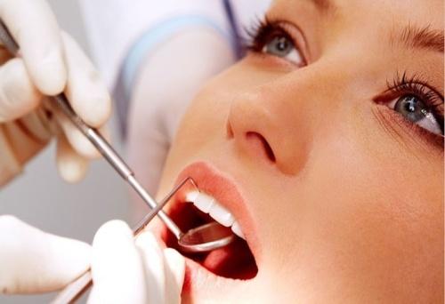 Саме в період вагітності у багатьох жінок виникають проблеми з зубами. Сьогодні