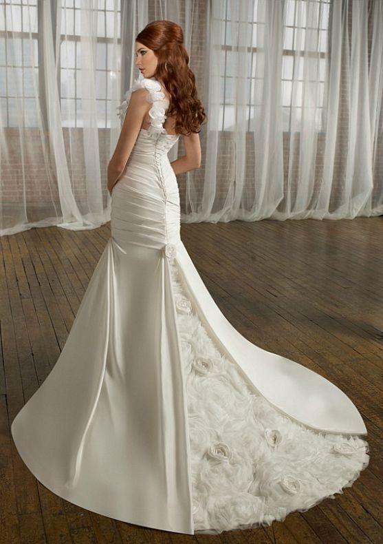 Кожна дівчина ще змалку мріє про розкішну весільну сукню, у якій вона виглядатиме, мов принцеса. Сучасна весільна мода пропонує нам різноманіття сукон