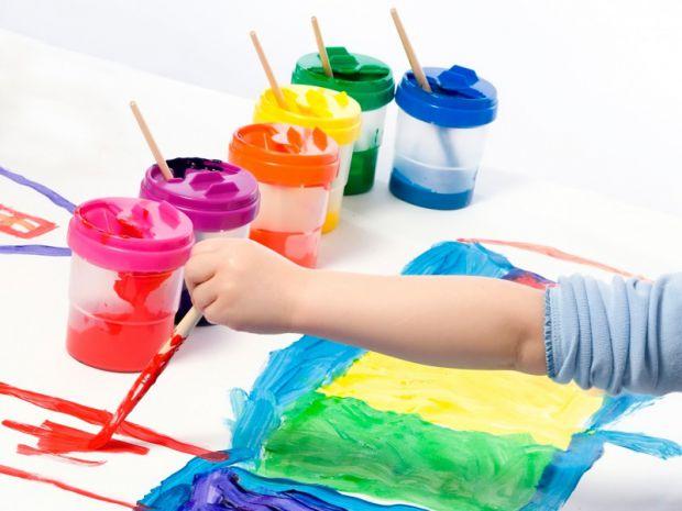 У цьому відео розповідається про різні стилі, способи й інструменти малювання. Дитина сама зможе вибрати, що їй більше подобається - пастель або флома