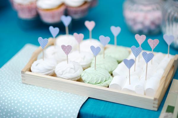 Дієтологи стверджують, що в людському організмі з 16-тої по 18-ту різко падає рівень цукру, тому ми так хочемо з'їсти щось солоденьке.Вчені рекомендую