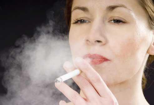 Звісно, про те, що курити під час вагітності небезпечно, медики попереджають давно. Ця шкідлива звичка має дуже багато негативних наслідкеів, а нещода