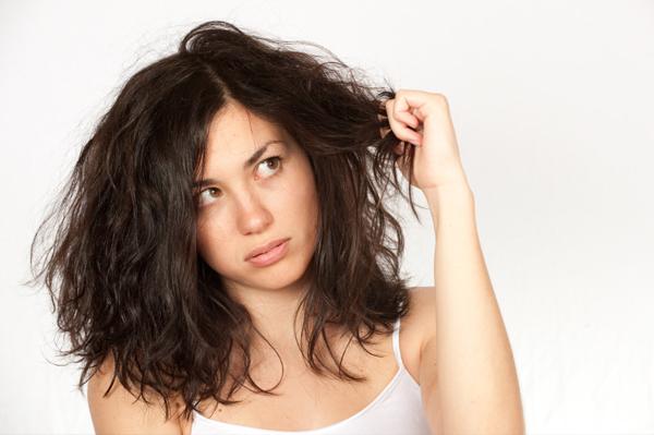 Якщо вчасно з'ясувати причину жирності волосся, її можна буде усунути, і назавжди забути про таку неприємну проблему.