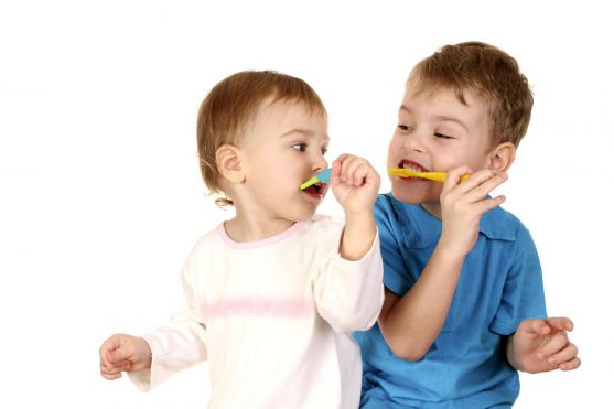 Часто батьки запитують, з якого віку починати дбати про гігієну ротової порожнини своїх чад?
